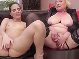Mature dyke pussylicked by young beauty