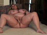Canadian BBW milf Roxee Robinson will make your cock hard