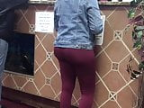 Bubble butt ebony in red spandex leggings ordering food