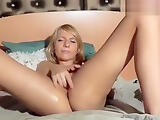 AngeelLily rubs her clit and fucks herself